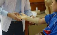 Frau lässt sich Hand und Fuß amputieren