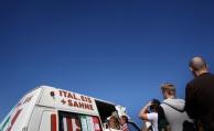 6.300 Menschen spenden für die Rente eines Eisverkäufers