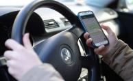 Fast jeder zweite deutsche Autofahrer nutzt Handy am Steuer