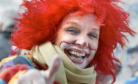 Darf man sein Karnevalskostüm hinterm Steuer tragen?