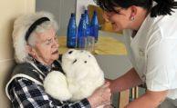 475.000 neue Pflegekräfte benötigt