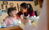 Deutsche haben massive Wissenslücken bei Pflegekosten