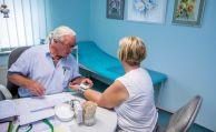Zufriedenheit von GKV-Versicherten mit Gesundheitswesen gesunken