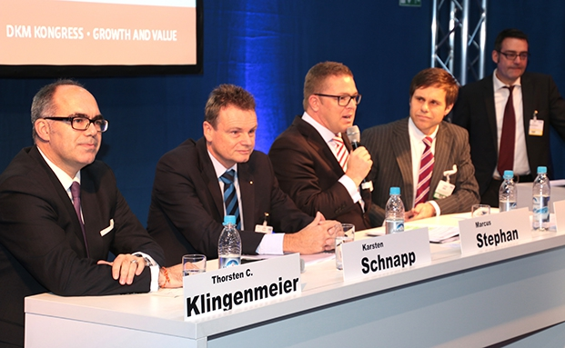"Eröffnungsrunde im von unserem Schwestermagazin DAS INVESTMENT ausgerichteten DKM Kongress ""Growth and Value"" (von links): Thorsten C. Klingenmeier, Deutsche Asset & Wealth Management, Karsten Schapp, MMD Multi Manager, Marcus Stephan, BCA AG und Wolfgang Zinn, GS&P Institutional Managemnet GmbH. Die Runde moderierte Markus Desealers, DAS INVESTMENT."
