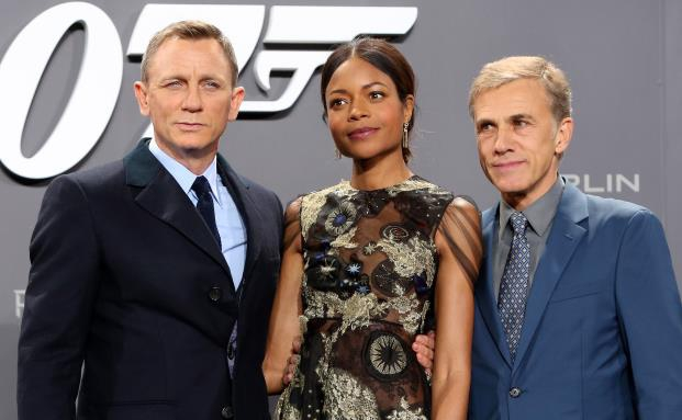 Die Schauspieler des neusten James-Bond-Films Spectre: Daniel Craig, Naomie Harris and Christoph Waltz. Der GDV hatte einst ausgerechnet, wie viel die Abenteuer eines echten James Bond kosten würden.