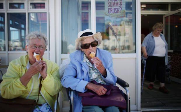 Um den Lebensstandard zu halten: Senioren wollen Erspartes lieber für sich behalten