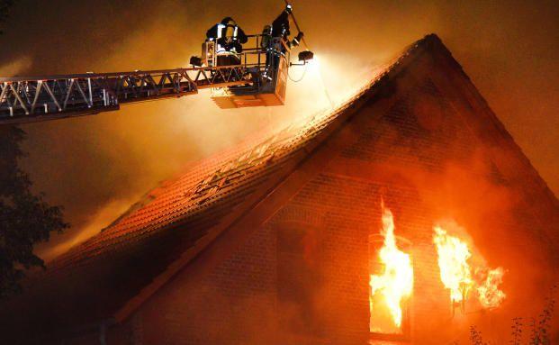 hausbesitzer verursacht brand in seinem sechs familien haus welche versicherung zahlt. Black Bedroom Furniture Sets. Home Design Ideas