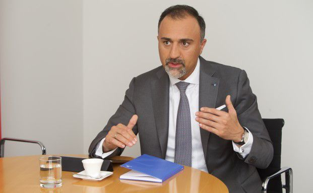 Allianz Bekommt Zurich Anteile An Der Adac Versicherung Fruher