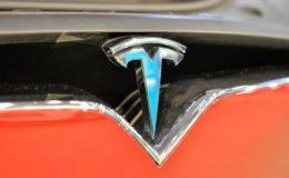Tesla plant lebenslang gültigen Versicherungsschutz