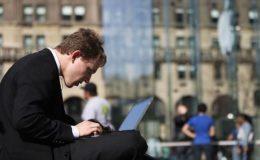 Die Hälfte der Deutschen würde Versicherung online abschließen