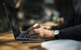 Moneymeets bietet Überprüfung von Versicherungsverträgen