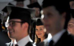 Wie Schüler, Azubis und Studenten gut versichert ins Berufsleben starten