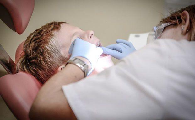Zahnarzthelferin ergaunert 58.000 Euro von Versicherung