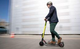 E-Scooter gehören nicht auf Gehwege