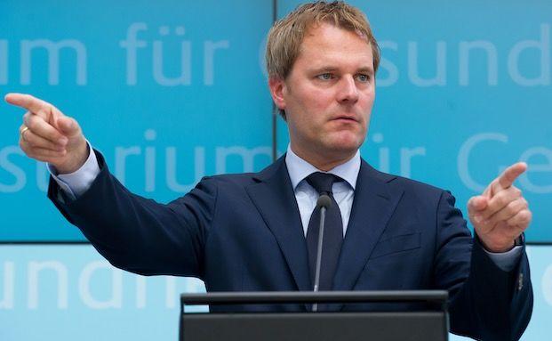 Allianz-Vorstand Daniel Bahr hat Krebs