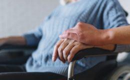 Häusliche Pflege erhöht das Altersarmut-Risiko von Frauen