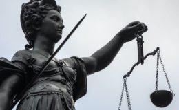 Jeder zehnte Rechtsstreit in Deutschland kostet über 10.000 Euro