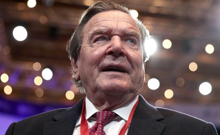 Altkanzler Schröder soll bAV bekannter machen