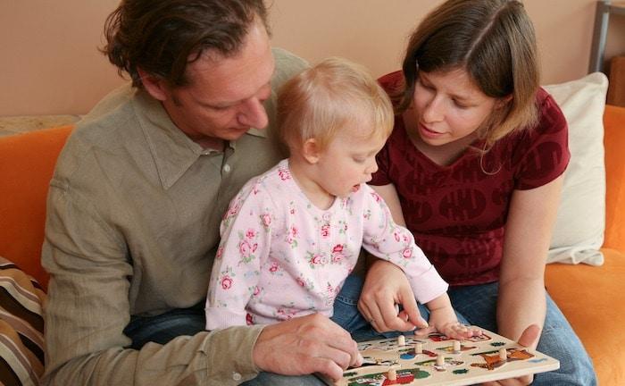 Familien arbeiten bis zu 40 Tage im Jahr nur für Versicherungen