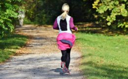 Gut essen, ausreichend bewegen: So bleiben Sie auch im Homeoffice gesund