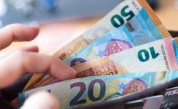 Deutsche horten vermehrt Bargeld – zahlen aber weniger damit