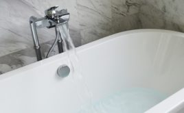 Welche Versicherung bei einem Wasserschaden in der Mietwohnung zahlt
