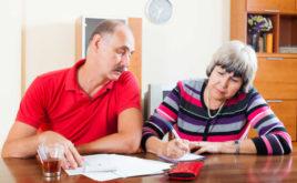 Warum die Beiträge für Pflegepolicen explodieren – und was Kunden tun können