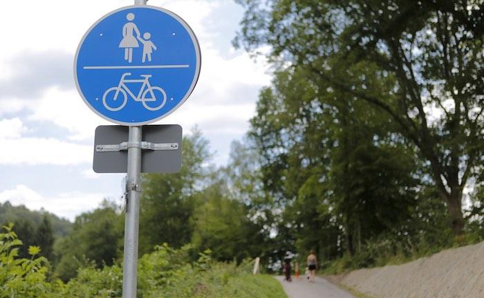 Radfahrer müssen vor dem Überholen klingeln