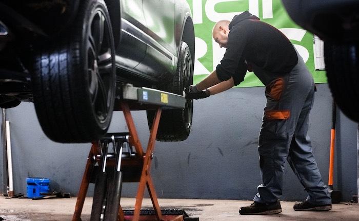 Kfz-Versicherung muss Corona-Aufschlag von Werkstatt bezahlen