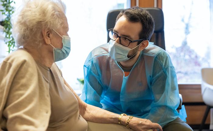 Pflegekräfte und Erzieher am häufigsten wegen Corona krankgeschrieben