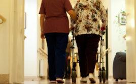 Kinderlose sollen mehr Pflegebeitrag zahlen