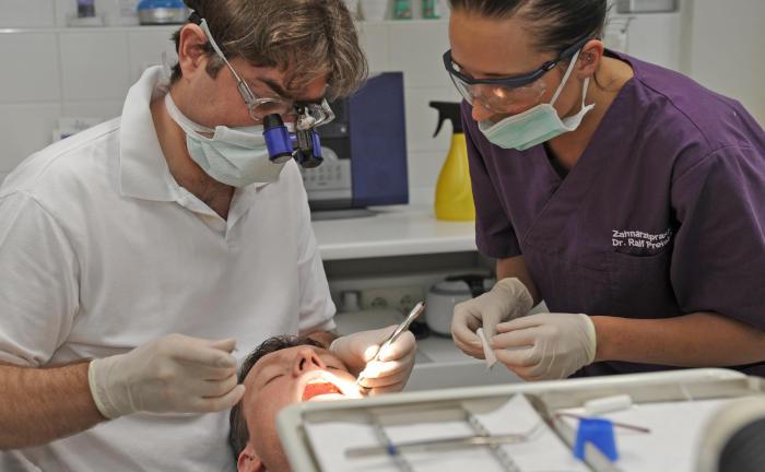 Deutsche kümmern sich zu spät um Zahn-Versicherungsschutz