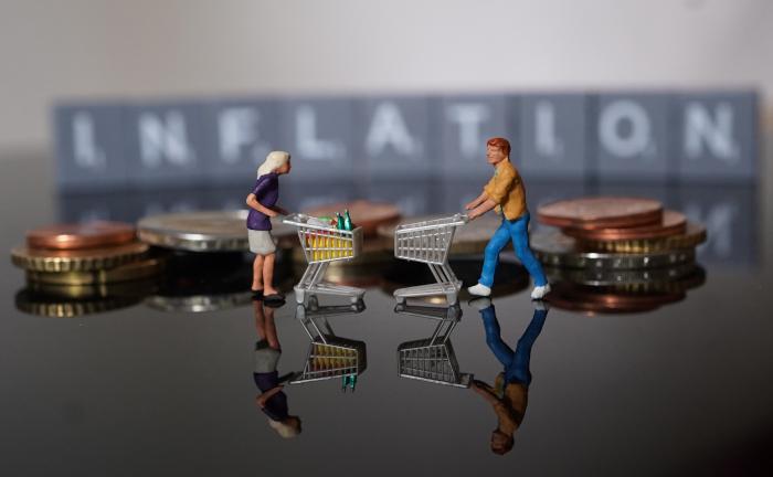 Deutsche erwarten Inflation, zeigen sich bei ihren Anlagen aber kaum besorgt