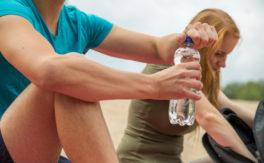 So vermeiden Sie schädliche Weichmacher im Sommerurlaub