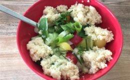 Hüttenkäse mit Gemüse und Couscous