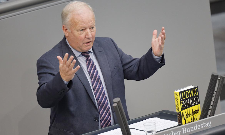 """""""Dann kommt mit der FDP der Provisionsdeckel"""""""